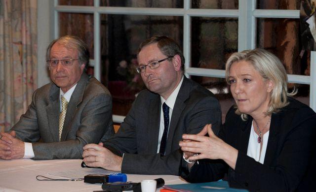 Conférence de presse de Marine Le Pen à Sablé sur Sarthe pour les élections Municipales et Européennes
