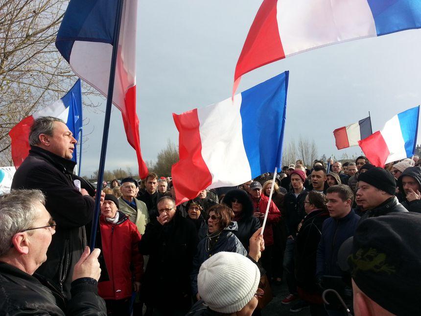 Manifestations à Bordeaux pour et contre le centre culturel musulman - Radio France