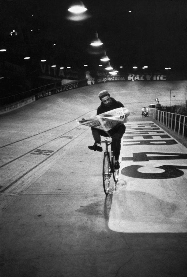 Course cycliste « Les 6 jours de Paris », vélodrome d'Hiver, Paris, France, novembre 1957