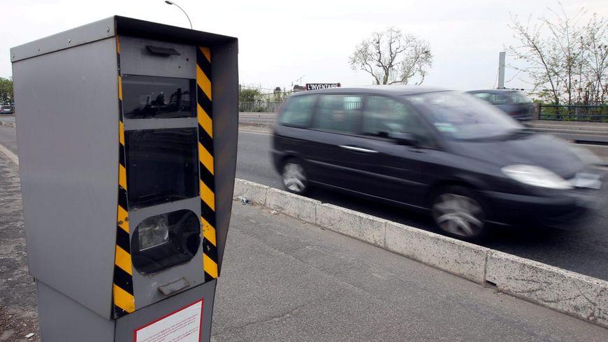 Radar au bord d'une route (illustration)