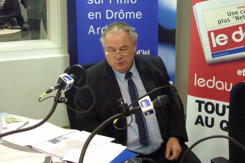 Le débat des trois candidats pour les élections municipales à Aubenas - Radio France