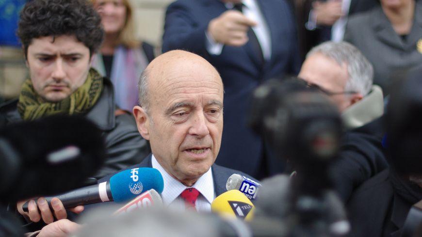 Alain Juppé sur le perron du Palais Rohan après son élection
