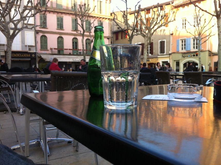 Les boissons fraîches sont de nouveau de sortie sur les terrasses de Valence - Radio France