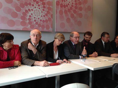 Rudy L'Orphelin (EELV) et Philippe Duron (UG) entérinent leur accord pour le second tour à Caen.  - Nolwenn Le Jeune - Radio France