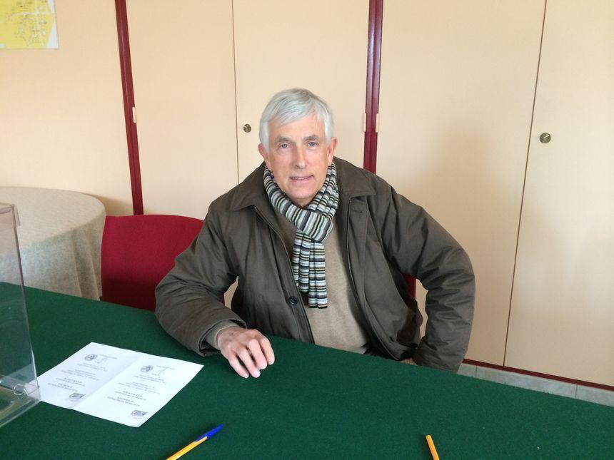 Le maire sortant, Daniel Clarence, tire sa révérence après 31 ans de conseil municipal à Colomby-sur-Thaon - Radio France