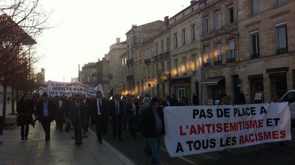 300 personnes ont défilé dans les rues de Bordeaux