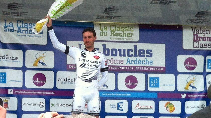 Florian Vachon sur le podium des Boucles Drôme Ardèche, le 1er mar 2014.
