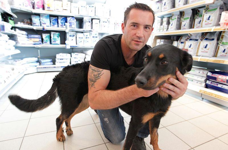 David Thibert et sa chienne qui avait fait la une des journaux quelques jours plus tôt