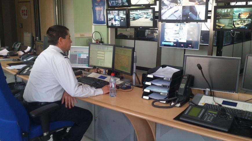 Le Centre d'Information et de Commandement du Commissariat de Grenoble où arrivent les appels du 17
