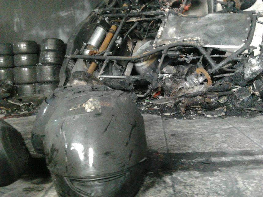 A la Roche de Glun, les karts restent en piste malgré l'incendie 1 - Radio France