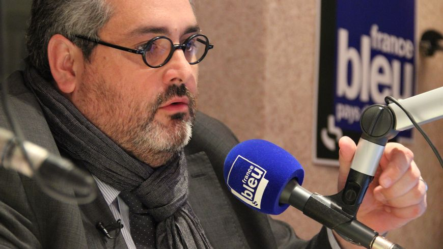 Olivier Bianchi dans le studio de France Bleu Pays d'Auvergne