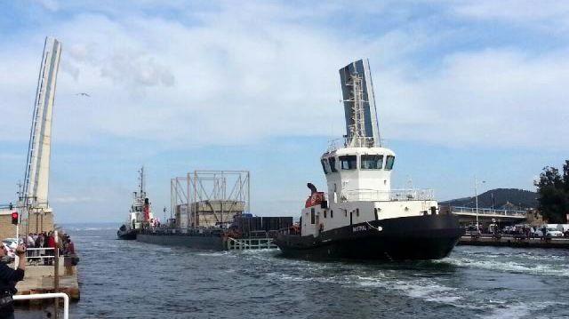 Barge géante à Martigues