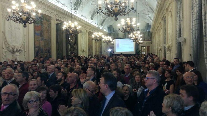 La salle des fêtes de la mairie de Reims est comble à l'annonce des résultats