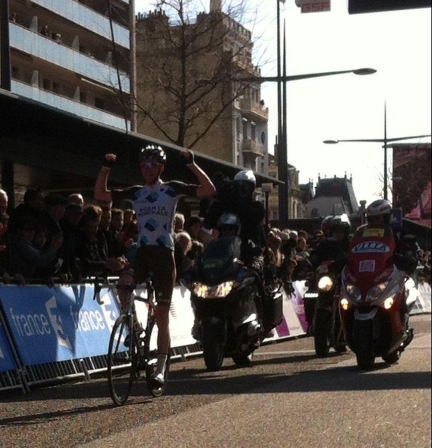 "Romain Bardet remporte la ""Valence Drôme Classic"" dimanche 2 mars 2014.  - Radio France"