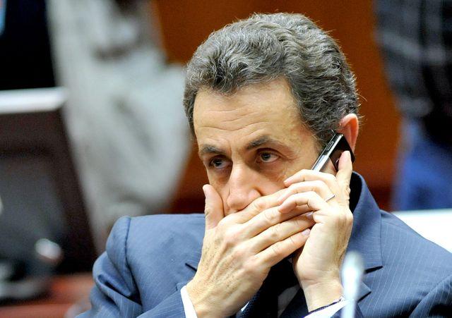 Nicolas Sarkozy au téléphone