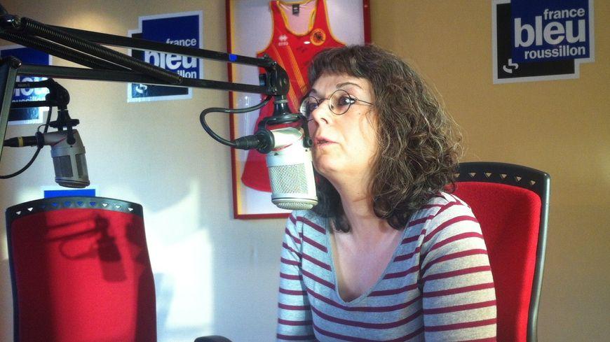 Stéphanie Font au micro de France Bleu Roussillon