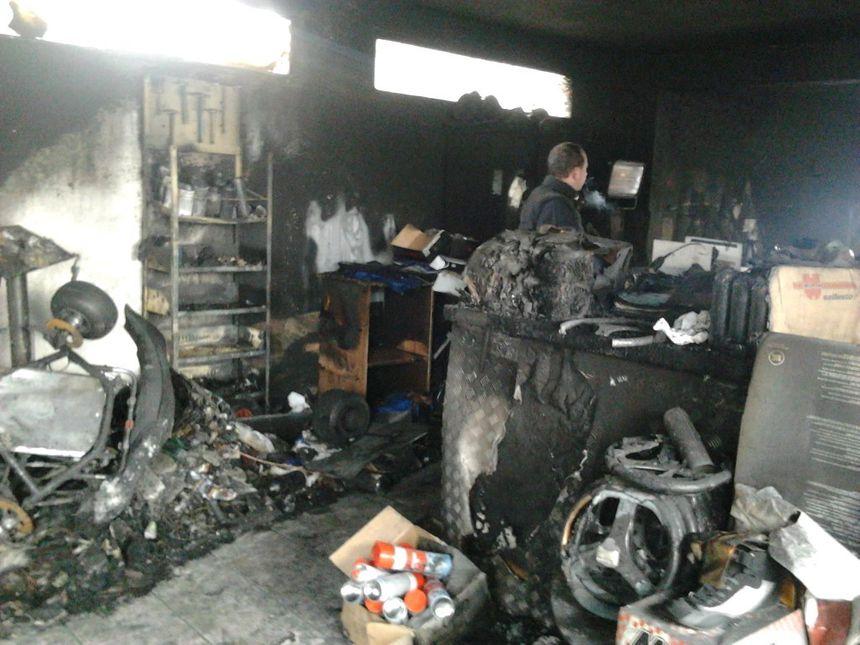 A la Roche de Glun, les karts restent en piste malgré l'incendie 3 - Radio France