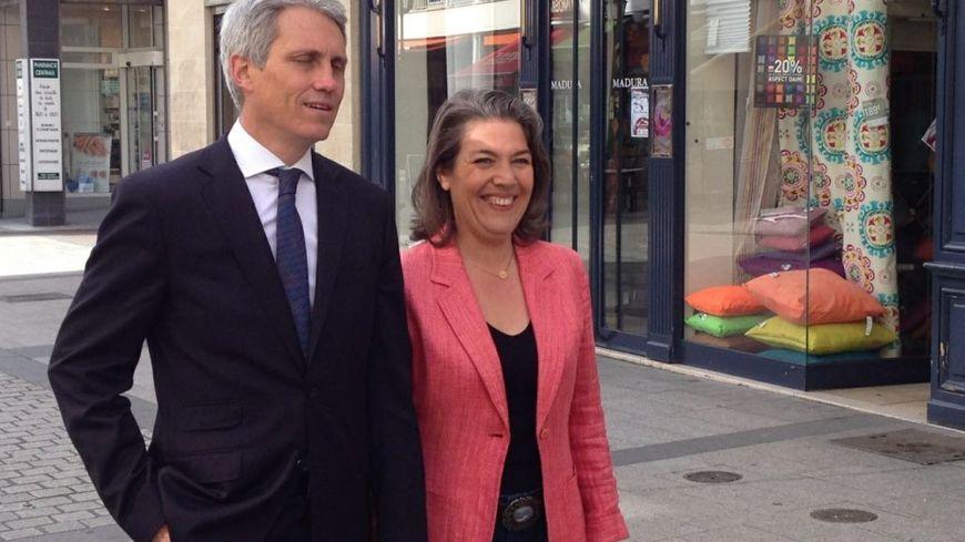 Joël Bruneau et Sonia de la Provôté dans les rues de Caen ce lundi.