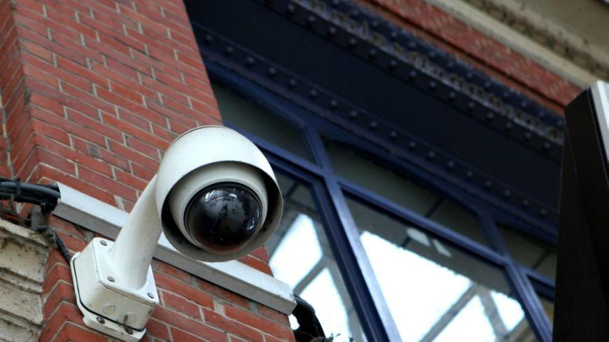 Les municipalités multiplient l'installation de caméras vidéo.