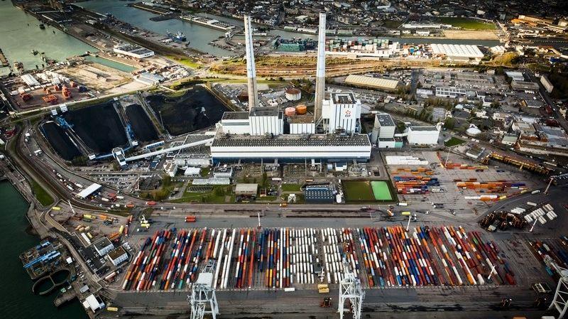La centrale thermique EDF du Havre vue du ciel.