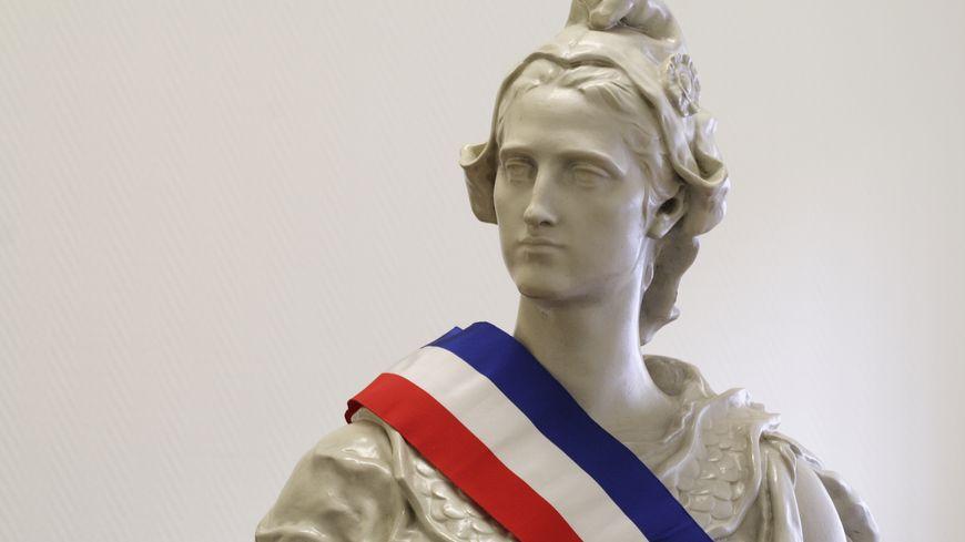 Marianne et écharpe tricolore