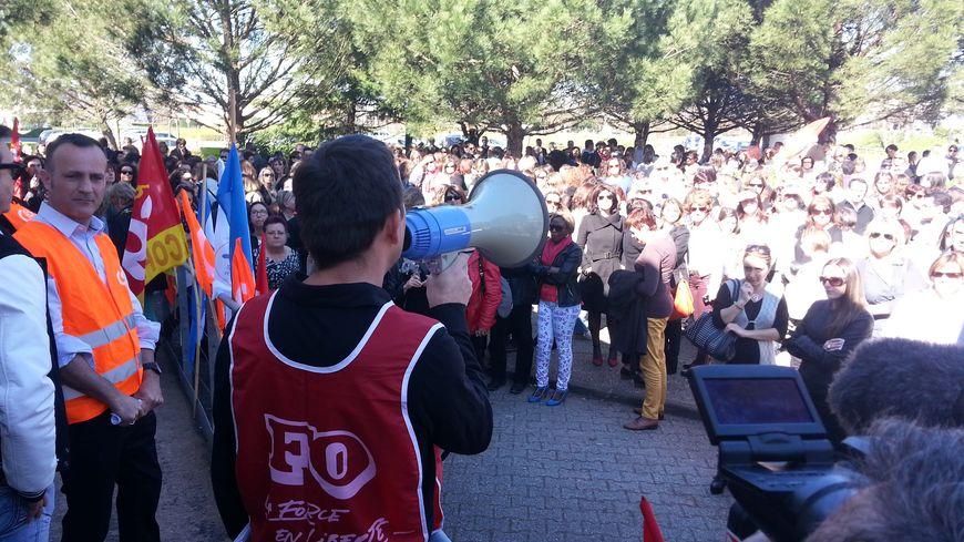 400 salarié.e.s de Cofinoga ont participé au débrayage à Mérignac