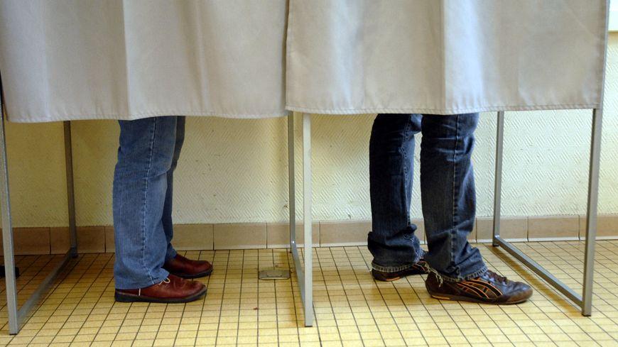 Les élections municipales, les 23 et 30 mars.
