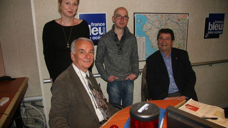 Débat aux Sables d'Olonne, entre, pour la gauche, Gérard Mercier et de l'UMP Yves Roucher (assis à droite).