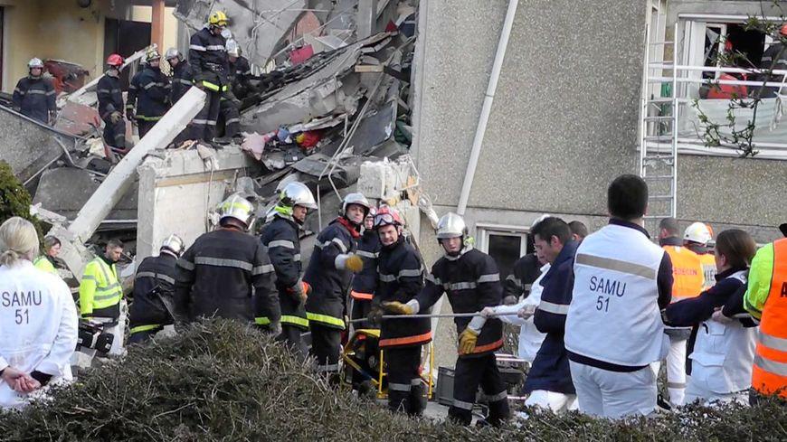 Un immeuble de trois étage s'effondre à Witry lès Reims le 3 avril 2013
