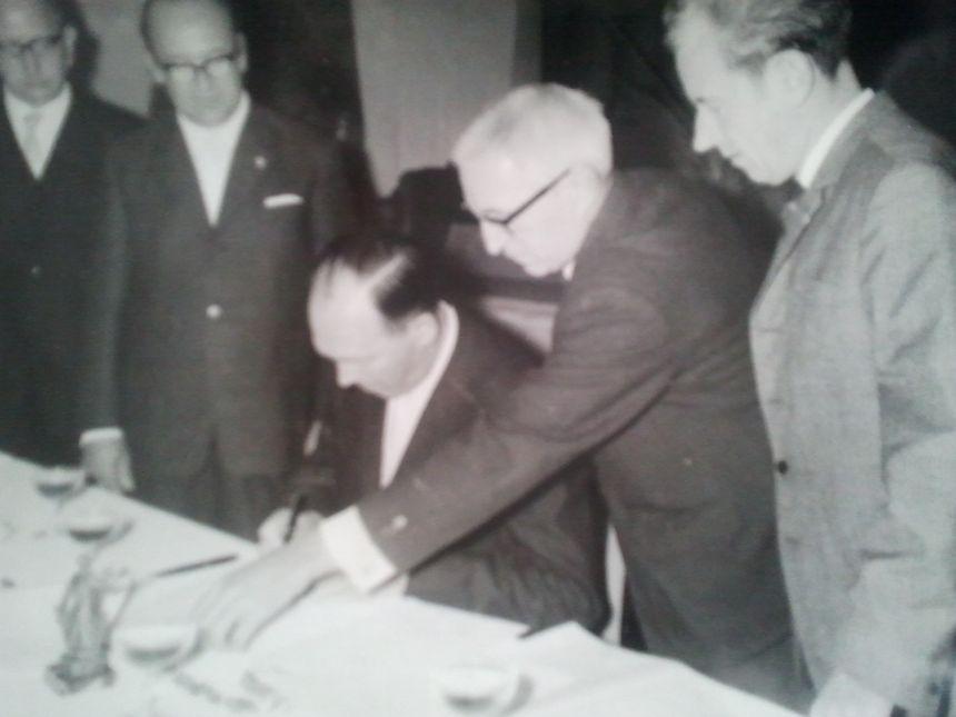 Signature du jumelage entre Tourlaville et Northeim en 1967 - Radio France