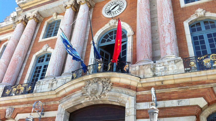 Les drapeaux du Capitole sont en berne