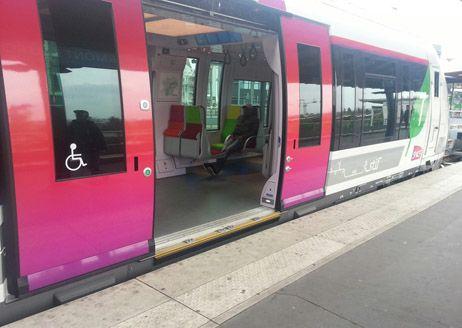 SNCF Francilien ligne J portes - Radio France/Guy Registe