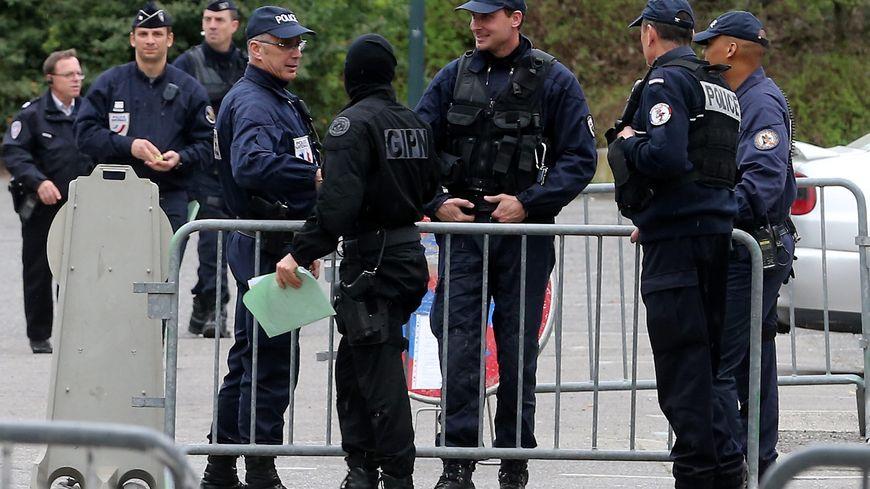300 policiers et gendarmes ont été mobilisés une douzaine d'heures pour la reconstitution du drame d'Échirolles