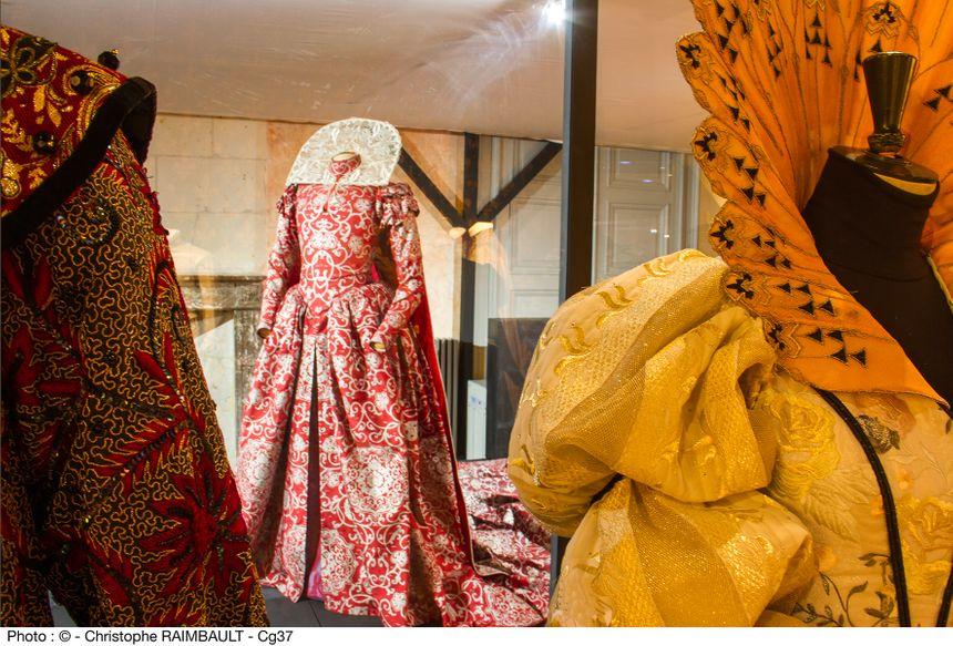 Quelques pièces de l'exposition Costumer l'Histoire à la Cité royale de Loches  - Conseil Général d'Indre et Loire