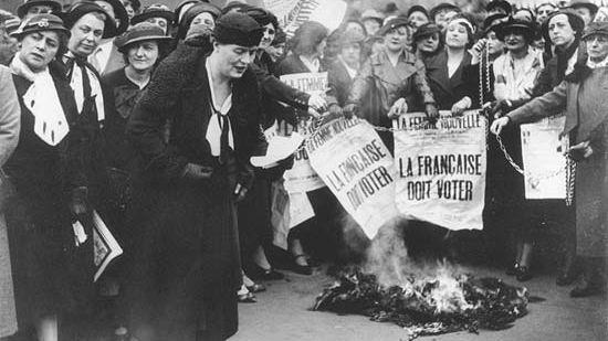 Manifestation des suffragettes en 1935 pour le droit de vote
