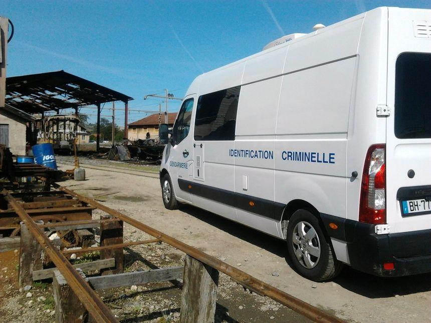 Cinq wagons du Mastrou détruits dans un incendie - Radio France