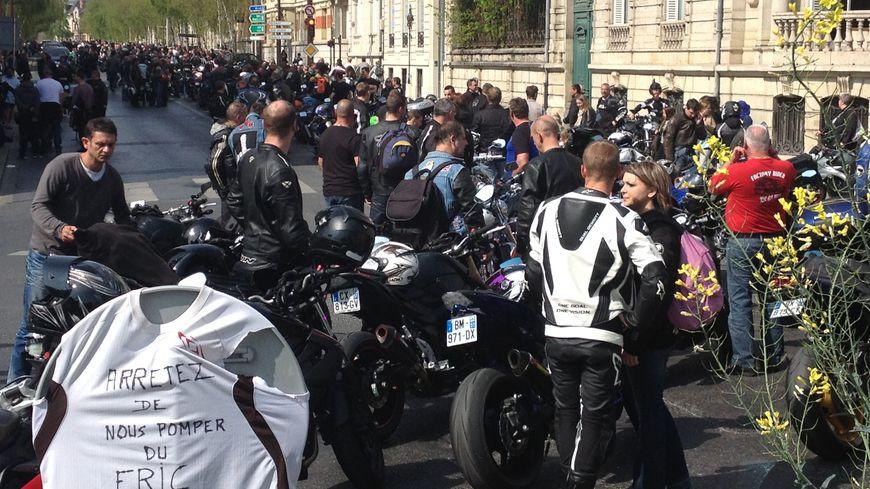 Près de 1 500 motards ont envahi la Place Aristide Briand samedi après-midi
