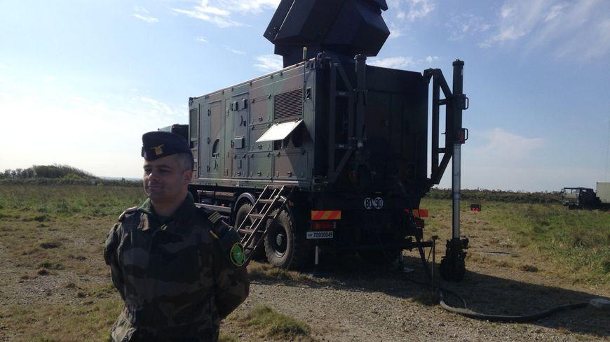 """Le radar du système de défense """"Mamba"""" permet de détecter des avions dans un rayon de 100 km"""