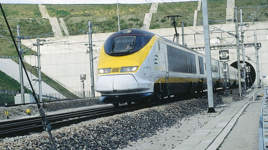 L'Eurostar sort du tunnel sous la Manche