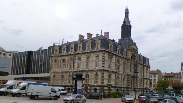 Licenciement du directeur du théâtre de Roanne : la polémique continue