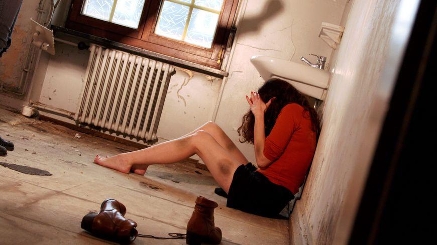 Les violences conjugales sont la cause principale d'un quart des homicides recensés en 2013 en France