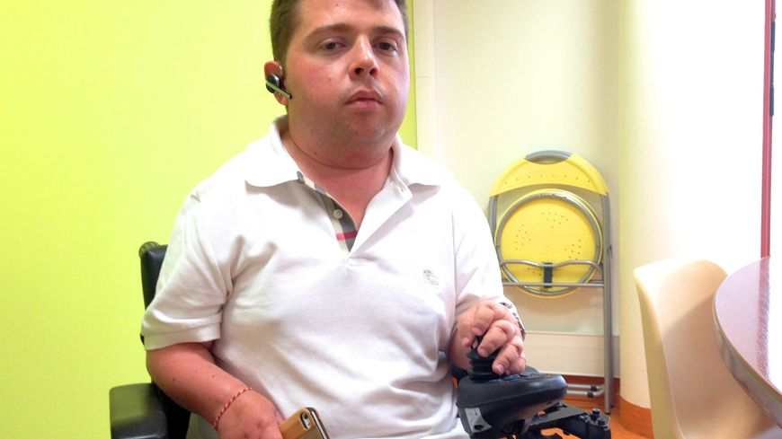 Aménager sa voiture à son handicap coûterait 50.000€ à Denis Gauthier.