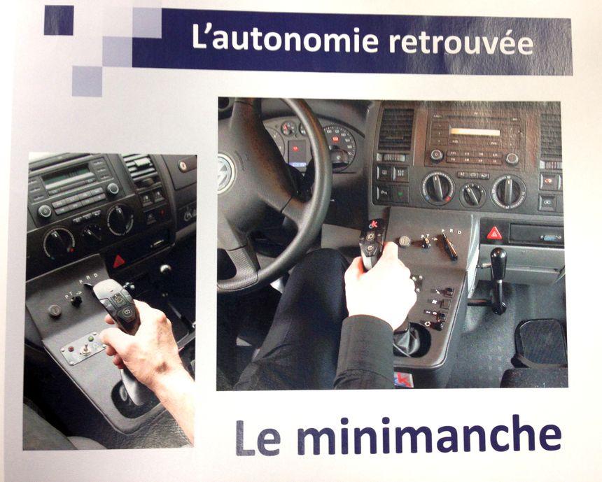 Le poste de pilotage adapté. - Théo Maneval - Radio France