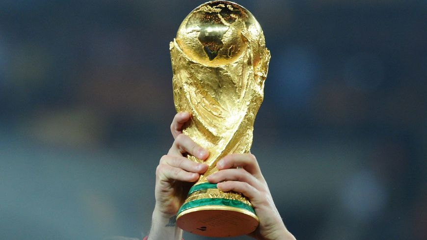 Le trophée de la Coupe du monde de football (archives 2010).