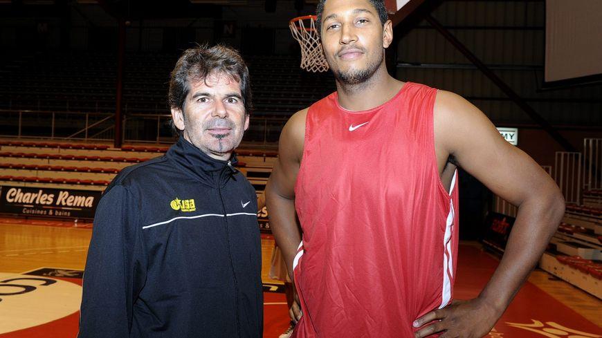 En 2011, Claude Bergeaud dirige Boris Diaw aux JSA Bordeaux le temps de la grève des joueurs NBA.