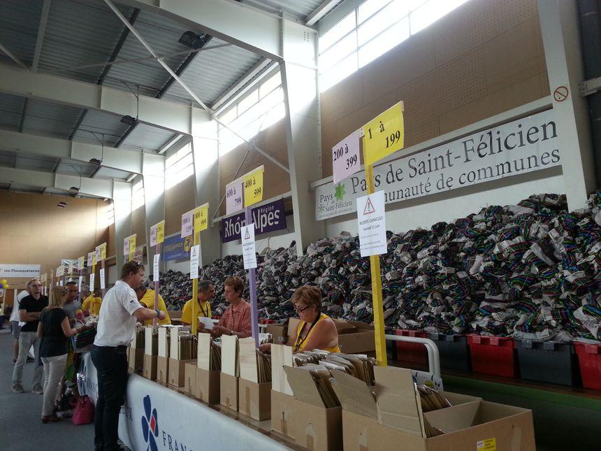 Sur l'Ardéchoise, l'organisation pour remettre les dossards est bien rodée - Radio France