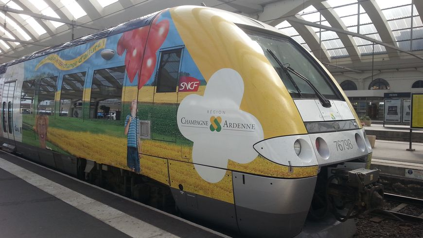 Une rame TER en gare de Reims