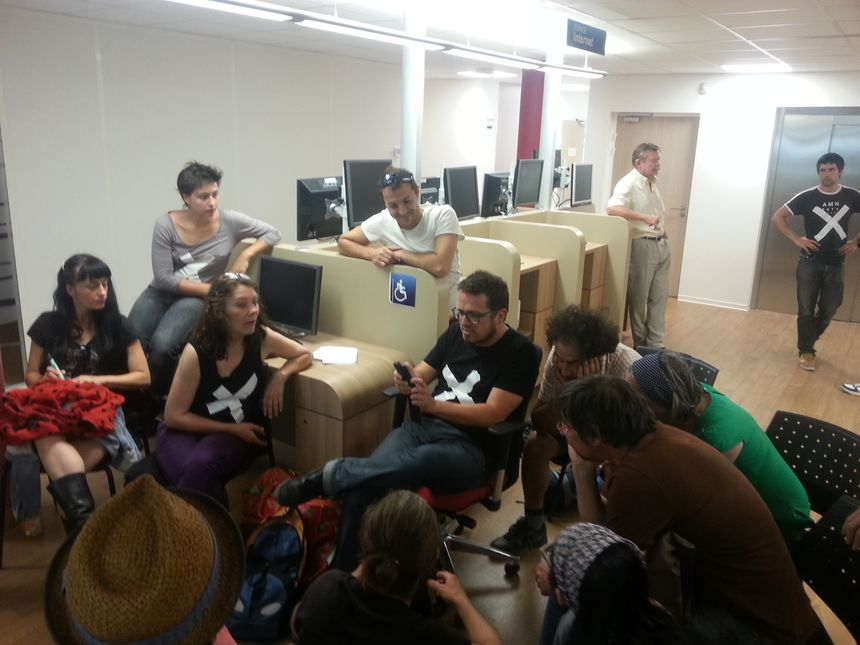 Des intermittents du spectacle se sont introduits dans les locaux du Pôle Emploi Briffaut à Valence - Radio France