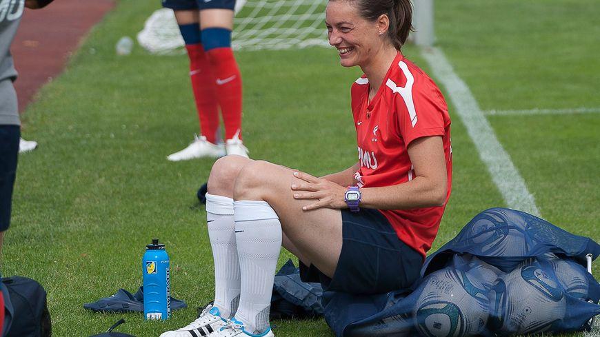 Corinne Diacre en 2011 sous le maillot de l'équipe de France