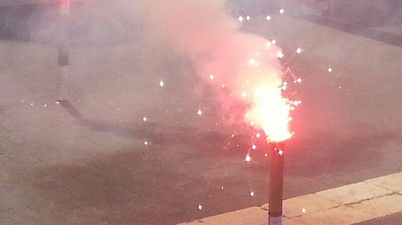 Fumigènes lors d'une manifestation à la  SNCF